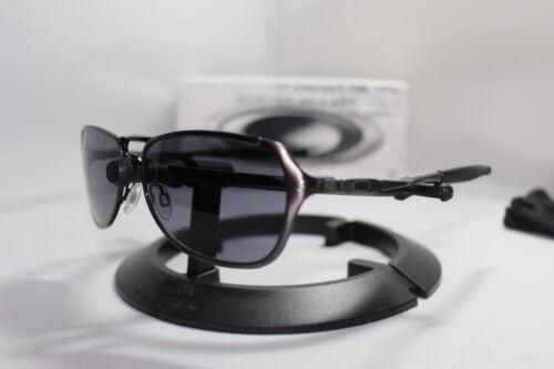 New Oakley Felon Sunglasses Brushed Chrome w/Grey Lens 30-749