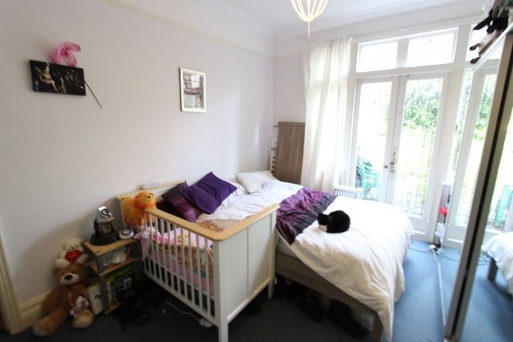 WOOD GREEN, BOUNDS GREEN, N22. GROUND FLOOR 2 BED FLAT. Walking distance to TUBE, TRAIN, & Shops