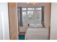 Superb Dbl Room with LCD TV,mini fridge/ Crossharbour/Low deposit/ cleaning service