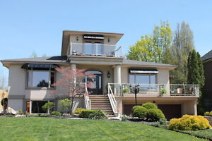 31 Emerald/ Just outside Lasalle Luxury Home with Indoor Pool