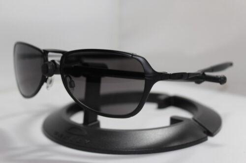 New Oakley Felon Sunglasses Matte Black w/Grey Lens 30-748