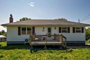 Charming Water Front Bungalow in Lake Echo!!