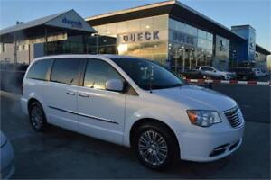 2014 Chrysler Town & Country Touring white DVD loaded