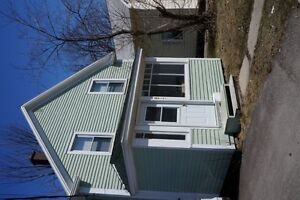 677 Beaverbrook St - 5 Bed, Close to Campus, Available Now