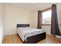 Double bedroom to let in 3 bedroom house