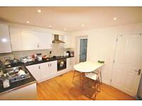 2 bedroom flat in Fulham Palace Road, London
