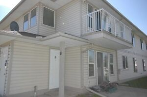 Well-Located 2-Bed Condo in Stony Plain * Rent Promotion *