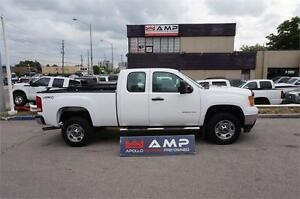 2011 GMC Sierra 2500HD 4X4 6.0L GAS CLEAN WITH 8FT BOX.