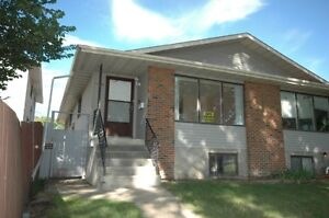 Gorgeous 3 BR Main Floor close to Coliseum LRT and Northlands