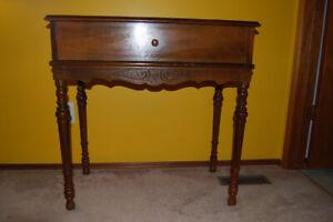 Bureau/secretaire made of solid wood
