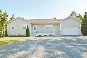Stunning Bungalow in Hammonds Plains!!
