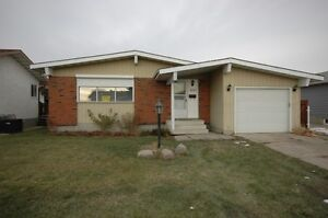 Pet Ok-Main Floor Suite near to Clareview LRT-4140 136 Ave