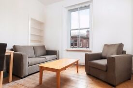 Neutrally decorated 1 bed flat in central location near George Square available NOW! NO FEES!