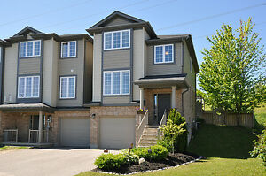 Townhouse for Sale in a Desirable Neighbourhood