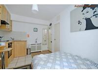 Studio flat in Fairholme Road, West Kensington