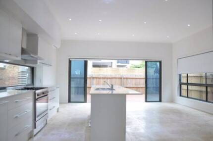 Newtown private furnished clean MUST SEE 7:30pm Monday 20 Nov