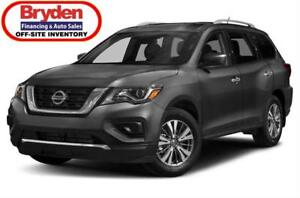 2017 Nissan Pathfinder S / 3.5L V6 / Auto / 4x4 **Powerful**