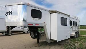 2012 Bison Horse/Horses Trailer with Living Space/Up to 3 Horses