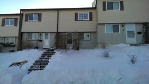 COZY 3 BEDROOM 2 LEVEL TOWNHOUSE IN COWIE HILL AREA!