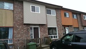 SPACIOUS 3 BEDROOM TOWNHOUSE IN COLE HARBOUR!