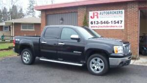 2011 GMC Sierra 1500 SLE Crew Cab 4X4 Chrome Pkg and Low Kms