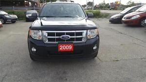 2009 Ford Escape XLT 4WD | No Accidents | Leather | Sunroof |