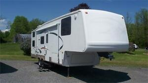 2005 Montana Mountaineer 32' 5TH Wheel with Bunk Beds