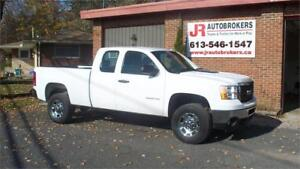 2013 GMC Sierra 2500HD 4X4 6 Pass with only 88,000 Kms!