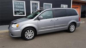2014 CHRYSLER TOWN & COUNTRY TOURING - FULLY LOADED, CRUISE, DVD
