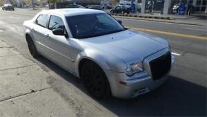 2005 Chrysler 300C V8 hemi 5.7 AWD! A1! pas de rouille!