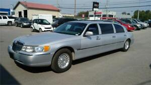 1999 Lincoln Town Car Executive limousine