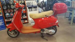 CLEARANCE PRICED!!  Piaggio Vespa Scooter - MINT CONDITION