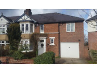 Double room available in a six bedroom property located in Cowley, close to Templar square
