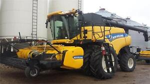 2014 NEW HOLLAND CR9090 COMBINE -- 15' PICK UP HEADER + LUX CAB