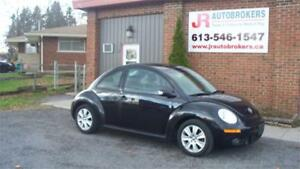 2010 Volkswagen New Beetle Coupe - Heated Leather and Sunroof