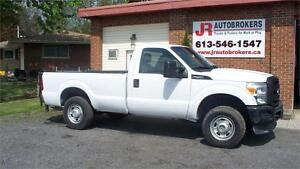 2011 Ford Super Duty F-250 XL 4X4 Low Kms and Power Liftgate