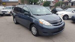 2006 Toyota Sienna CE in mint condition