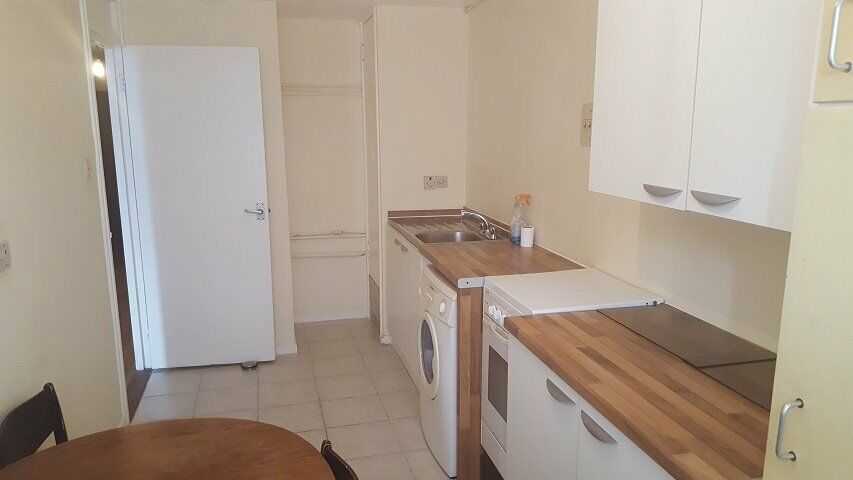 First floor two double bedroom flat located in Headington and close to the J.R Hospital