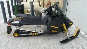 Ski Doo MXZ Rev XP Rotax 600 2009 London Ontario image 1