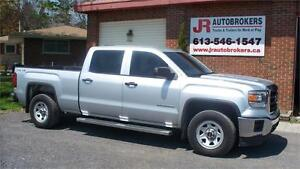 2014 GMC Sierra Crew Cab 4X4 - Super Low Kms and Mint Condition!