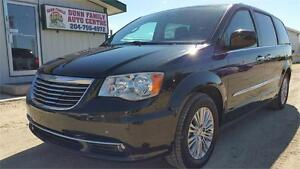 2016 Chrysler Town & Country Touring-L Dual DVDs, Sunroof