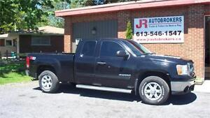 2011 GMC Sierra SLE Ext Cab Z71 4X4 - Looks Great and Low Kms!
