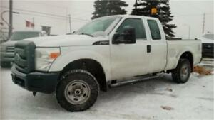 2011 Ford F250 XL 4x4, 4 doors, back rack, Tow package, AC!
