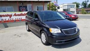 2013 TOWN & COUNTRY, SUN ROOF, DVD, FULLY LOADED 1 YEAR WARRANTY