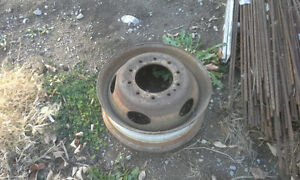 BUILD UR OWN BENCH GRINDER STAND USING THIS TRUCK RIM AS BASE Peterborough Peterborough Area image 6