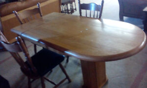 UNIQUE OAK 4 PC DINNIND TABLE AND CHAIRS
