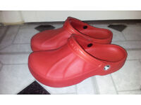 CROCS UNISEX SHOES SUITABLE FOR BEACH WATERPROOF SIZE 7 USED IN EXCELLENT CONDITIONS