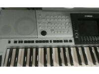 Ýamaha 3000 keyboard in good condition plus stand