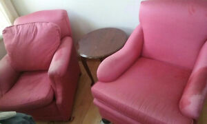 Pair of Pink Armchairs / Deux fauteuils rose