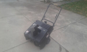 Gas powered Murray snowblower 4.5HP 21 inch $50 obo